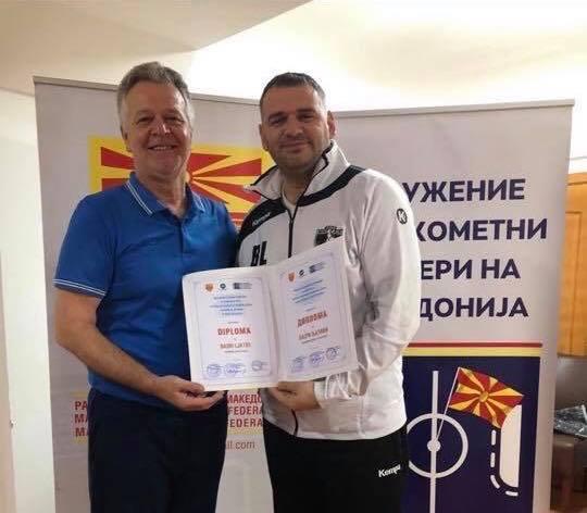 Basri Latifi pajiset me diplomë për trajner hendbolli