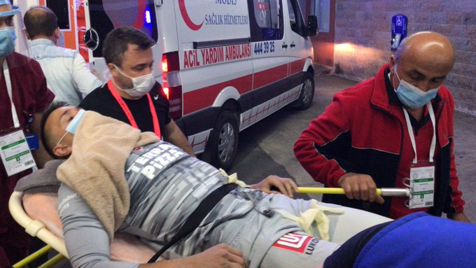Portieri i Galatasaray pëson lëndim të rëndë, dërgohet në spital