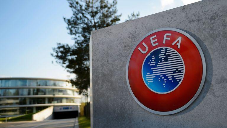UEFA publikon formacionin e vitit, dominon Bayerni