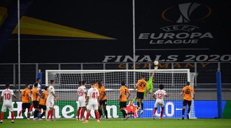 Sevilla e kalon Wolvesin, në gjysmëfinale takohet me Man Unitedin