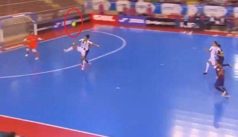 Kryevepër në futsall: Lojtarët e Barcelonës pësuan një gol, me topin që nuk preku tokën fare