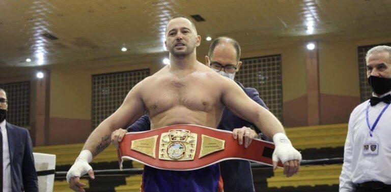 Peja dhuroi spektakël të boksit profesionist