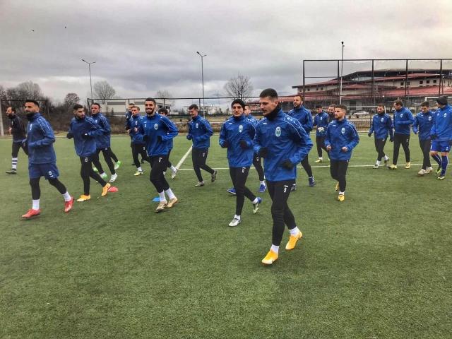 Renova ndahet me pesë futbollistë
