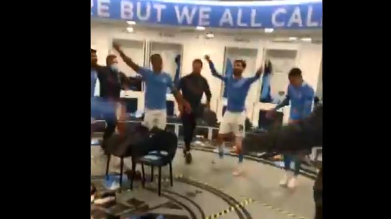 Lojtarët e Man Cityt festojnë pas kualifikimit historik (VIDEO)